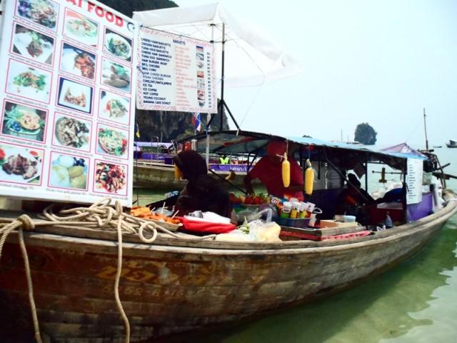 Ресторан на лодке Таиланд